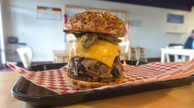 H&D BBQ bosatch burger