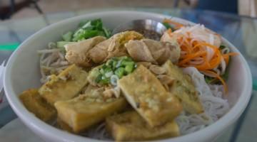 lemongrass tofu noodles at all chay