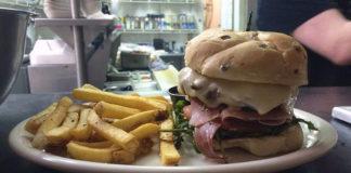 Murphy's Bar And Grill burger (Murphys)
