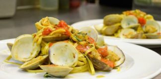 Carmines Italian restaurant menu - clams with spaghetti