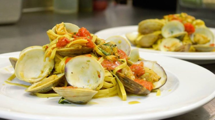 Carmines Italian restaurant menu - clams with spaghetti