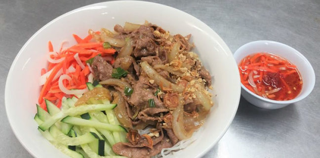 Rollz and bowls - lemongrass beef noodle salad. Credit, Rollz and bowls